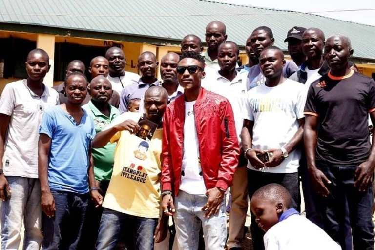 BBnaija 2017 Winner, Efe Donates Desks to ECWA Primary School